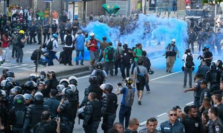 Policia cerca e reprime manifestação na Tijuca. Vários manifestantes presos (até agora sem número oficial) e vários espancados, atendidos em hospitais.